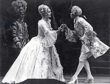 Sandra BROWNE als Octavian und Valeria Masterson als Sophie im Rosenkavalier