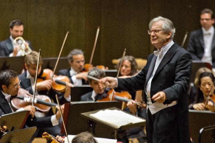 Sir John Eliot Gardiner dirigiert das Grosse Concert im Gewandhaus, Foto Bachfest Leipzig, Gert Mothes