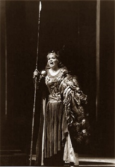 Susan Marie Pierson als Brünnhilde