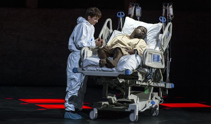 'La clemenza di Tito', 2. Akt: Sesto (Marianne Crebassa) mit Tito (Russell Thomas). © Salzburger Festspiele/Ruth Walz