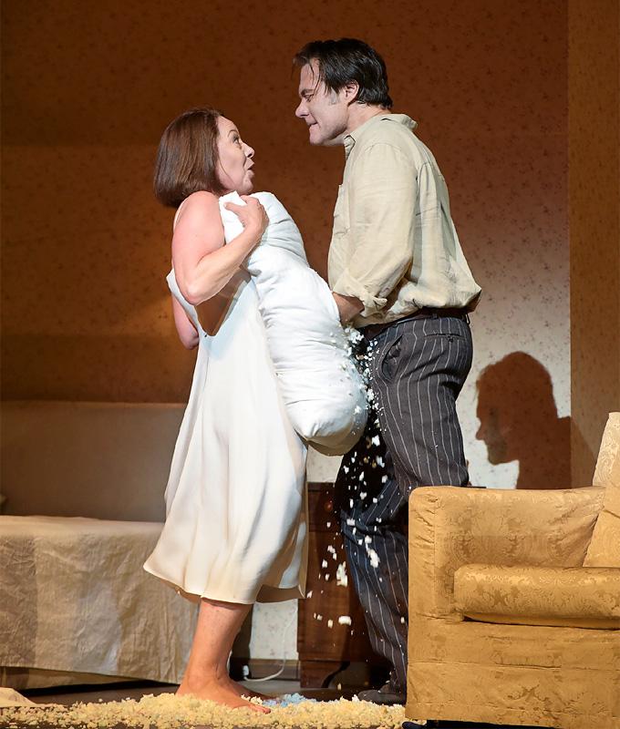 'Lady Macbeth von Mzensk': Katerina Lwowna Ismailowa (Nina Stemme) und Sergej (Brandon Jovanovich) © Salzburger Festspiele/Thomas Aurin