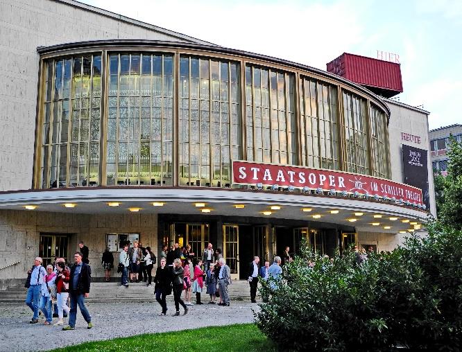 Schiller-Theater am 14.7.2017 nach der letzten Staatsoper-Aufführung. Foto Ursula Wiegand6611
