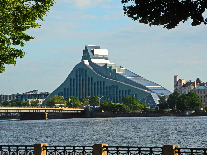 1Riga, Lettlands National Bibliothek, 2014, an der Daugava, Foto Ursula Wiegand