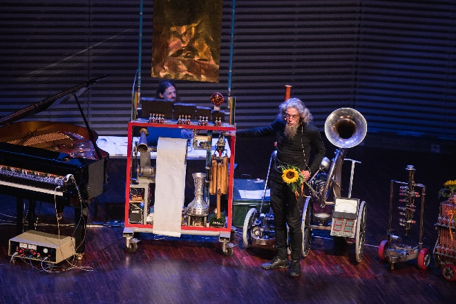Godfried-Willem Raes mit Robot Orchestra, Foto  Valters Pelns