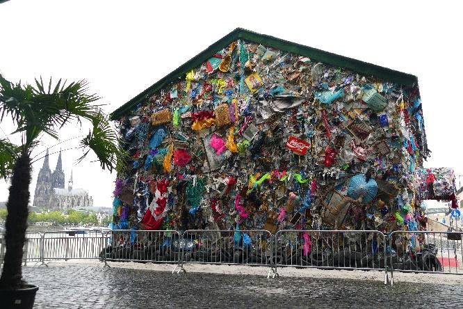 Save The World Hotel an der Deutzer Werft in Köln Foto Andrea Matzker P3610093