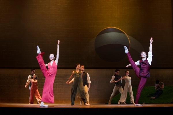 Ensemble Hamburger Ballett (c) Kiran West