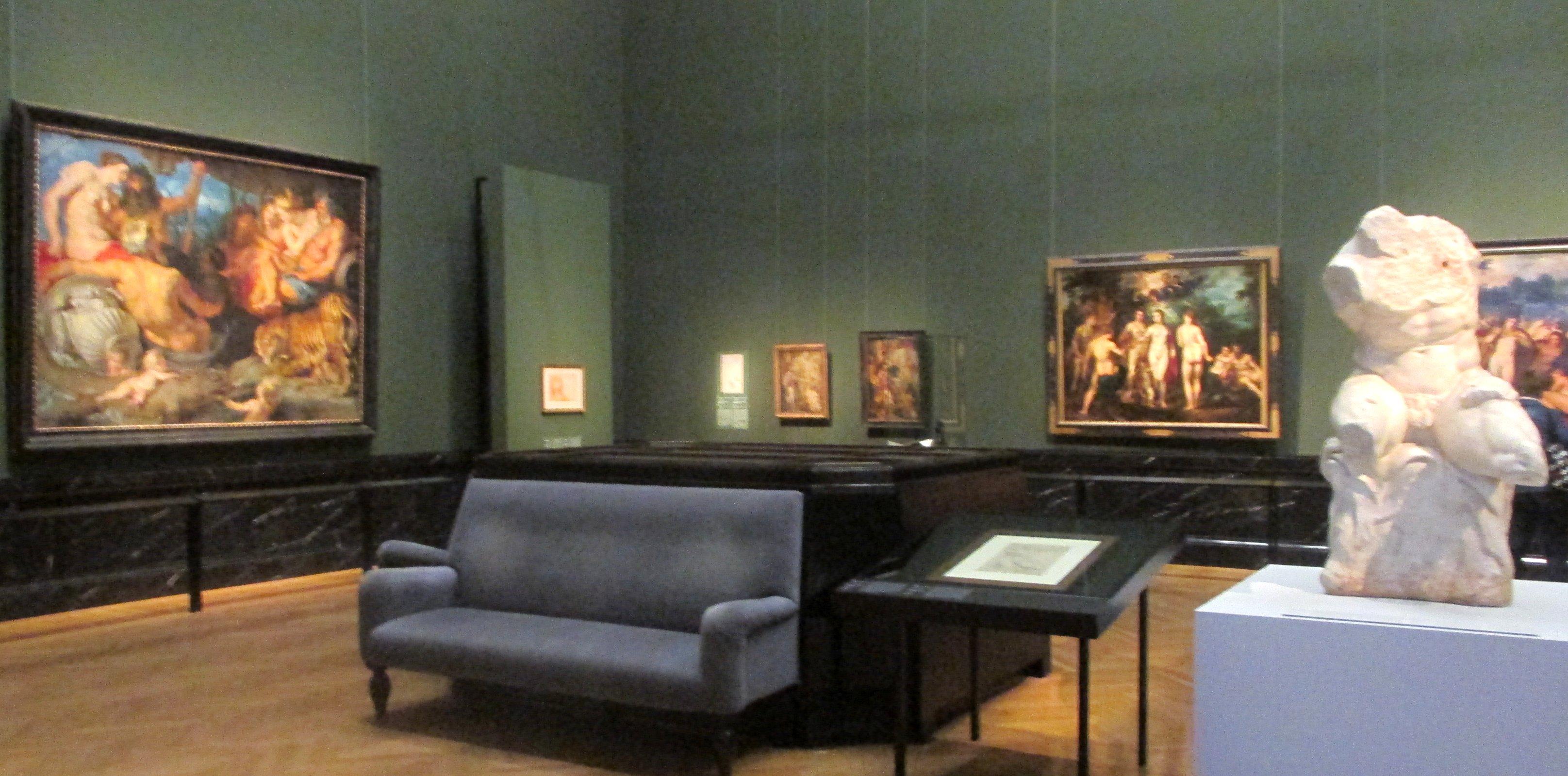 Raum mit 4 Flüsse und Skulptur