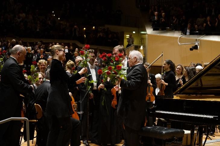 Geburtstagskonzert, zuletzt Rosen für Daniel Barenboim, Foto Thomas Bartilla