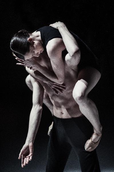 Nederlands Dans Theater, Marne van Opstal and Sarah Reynolds, ® Rahi Rezvani