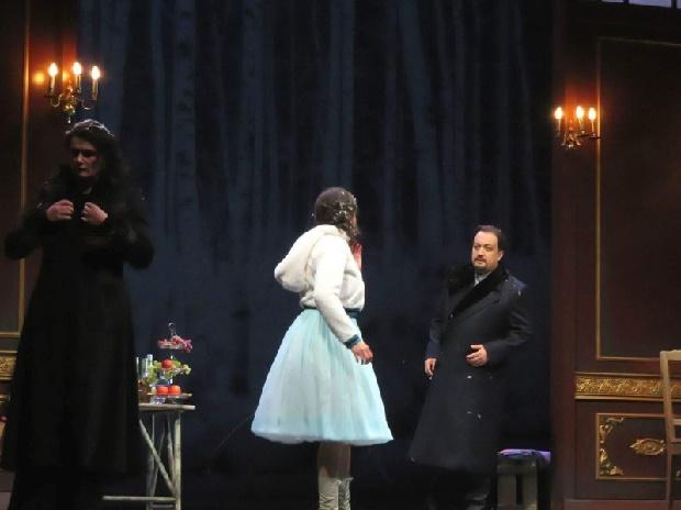 Verhängnisvolle Begegnung - Magdalena A. Hofmann (Anna) Lilian Farahani (Kitty) Zurab Zurabishvili (Wronsky) (c) Judith Schlosser