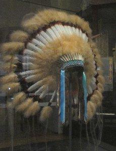 Weltmuseum Indianerkopfschmuck~1