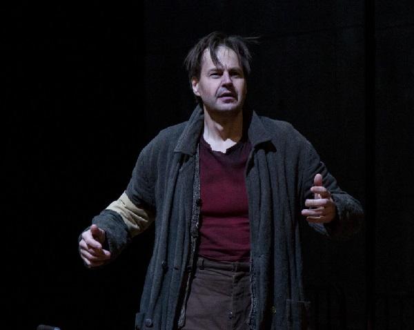 Peter MATTEI als Chikov Foro C: Elisa Haberer - Opéra de Paris
