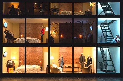 Hotel_Strindberg_Szene ganz~1