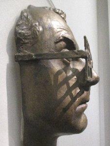 Man Ray Maske Seite links~1