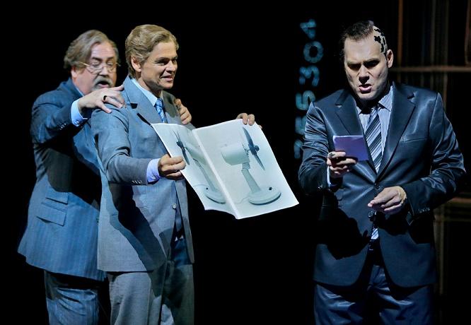 Peter Rose (Daland), Rainer Trost (Steuermann), John Lundgren (Holländer,  Bei Der Ersten Vorstellung Sang Greer Grimsley). Copyright.