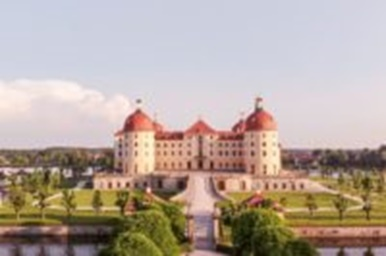 MORITZBURG bei Dresden/ Schlossterrasse u.a.: STREIFLICHTER VOM 28.  MORITZBURG FESTIVAL – OPEN AIROnline Merker