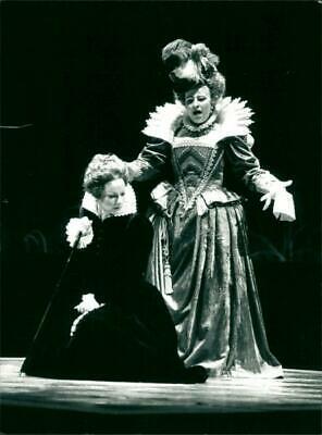 Ingrid Tobiasson Und Lena Nordin In Maria Stuarda