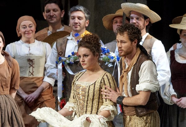 07 Le Nozze Di Figaro D5a3817 Alder Sly Chor Szene Breit~1