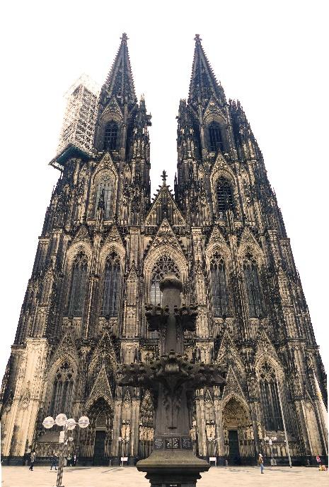 12 dom ansicht der westfassade mit dem arbeitsgerüst am nordturm foto andrea matzker p4920001 (2)