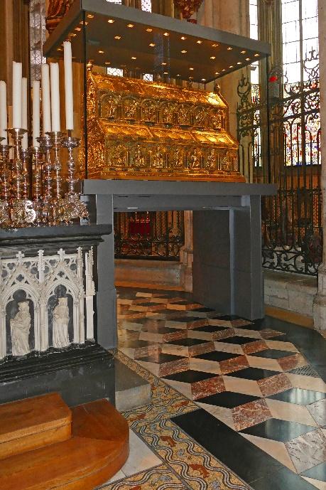 8 dom der marmor und mosaik boden unter dem dreikönigsschrein foto andrea matzker p4910689 (3)