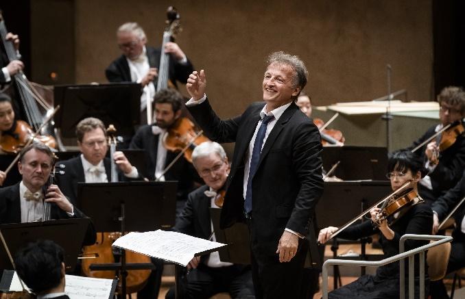 jean christophe spinosi dirigiert die berliner philharmoniker, foto stephan rabold