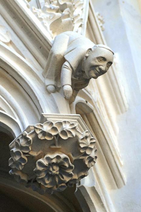 kölner dom der am hauptportal verewigte papst franziskus foto andrea matzker p4920767 (2)