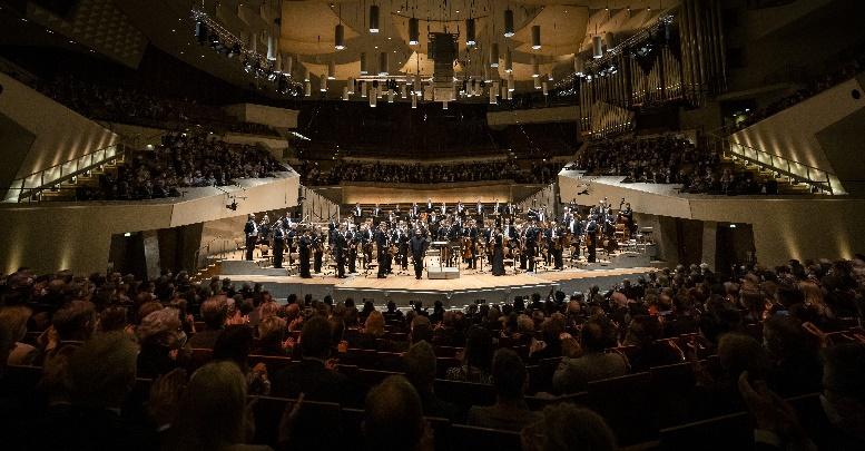 berliner philharmoniker mit kirill petrenko. bejubelte saisoneröffung 2021 22, foto stefan rabold
