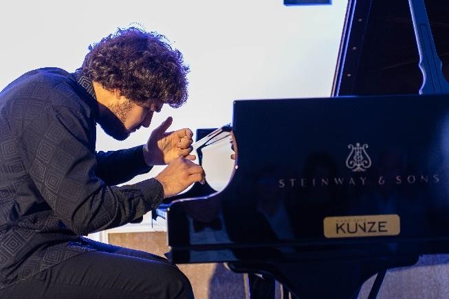 lukas geniusas, star pianist beim nachtigallenschlag, im steigenberger grandhotel, copyright geert maciejewski