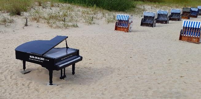 usedomer musikfestival 2021, flügel am strand vom seebad ahlbeck, f